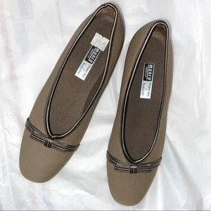 New Munro American Proper Size Taupe Shoes Flats